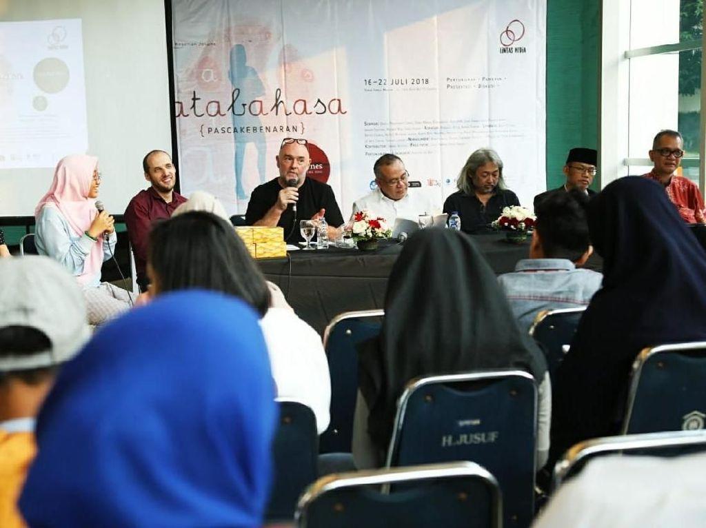 Gelar Pertunjukan Keliling, Imitating the Dog Mampir ke Jakarta