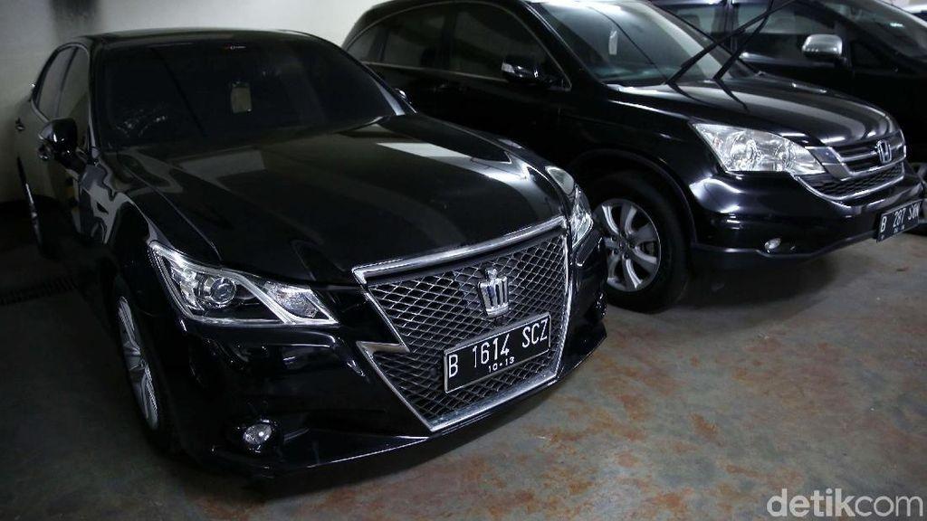 Intip Mobil Mewah Akil Mochtar yang Akan Dilelang KPK