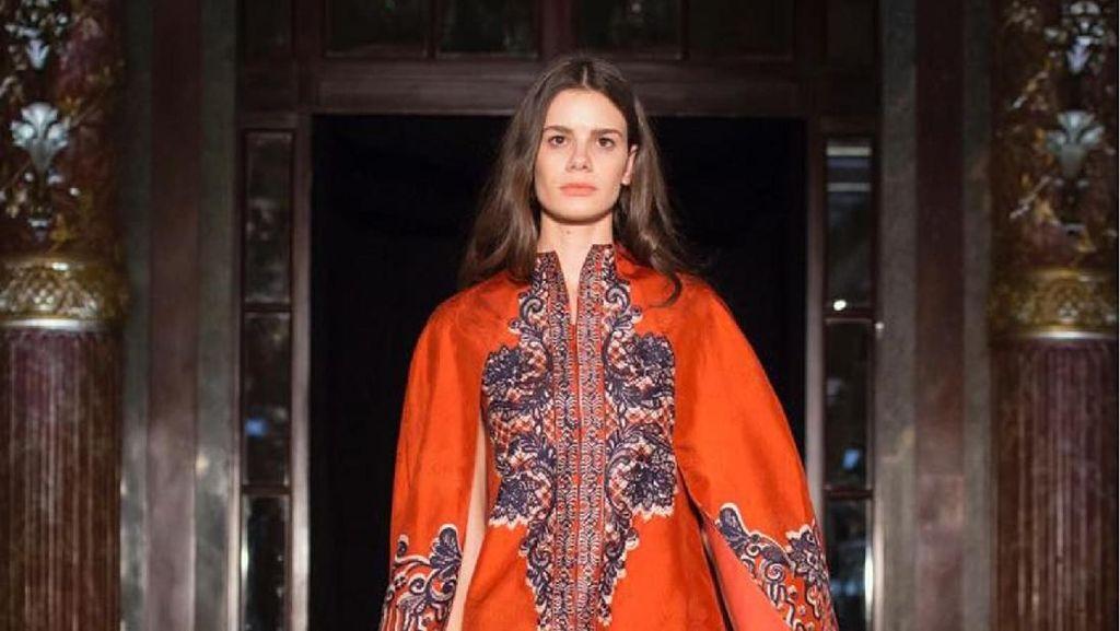 Koleksi Terbaru Alleira Batik di Paris Fashion Week 2018