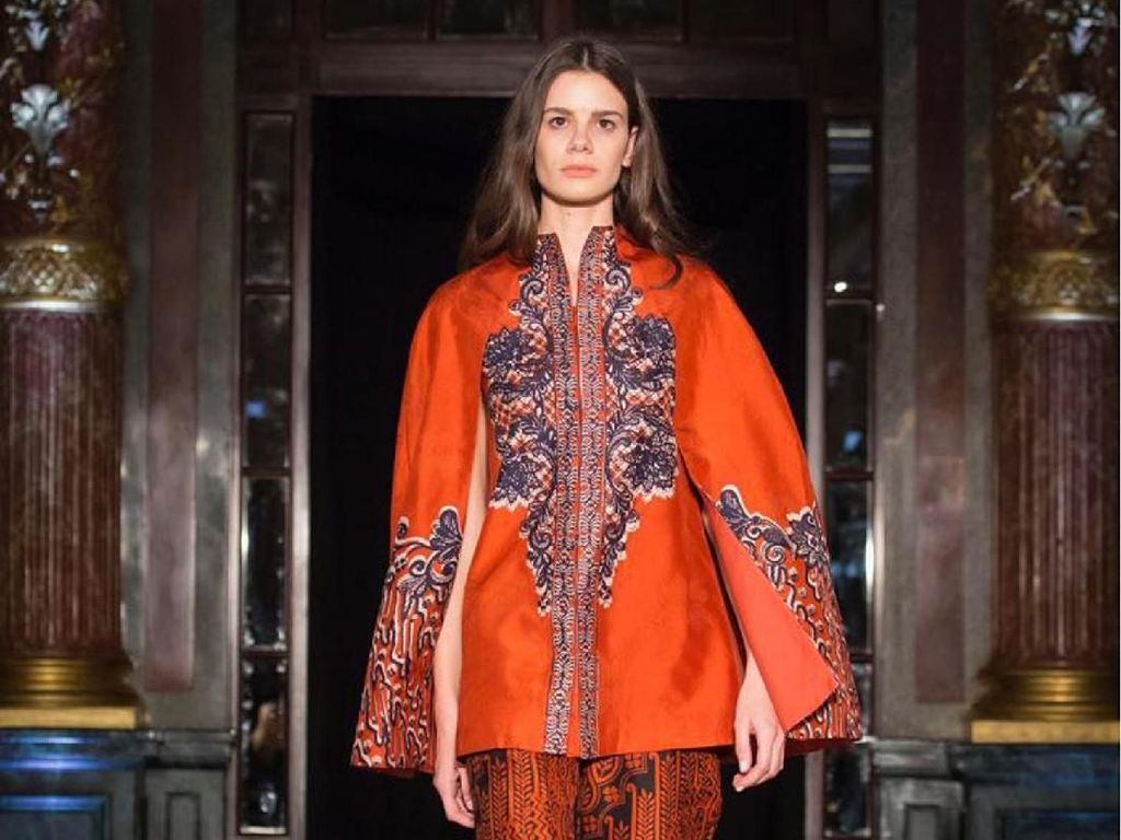 Koleksi Terbaru Alleira Batik di Paris Fashion Week 2018