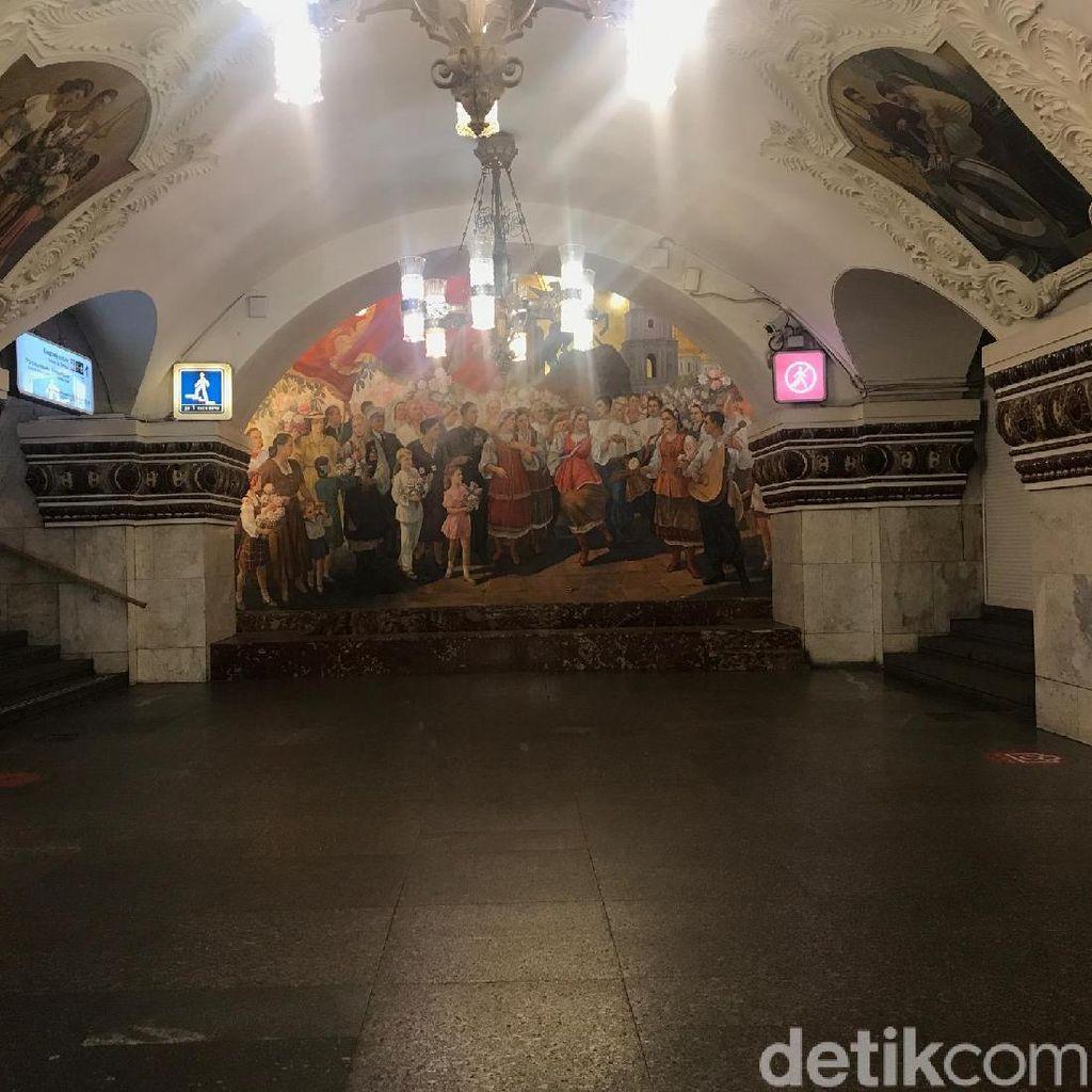 Metro, Keindahan Tersembunyi di Bawah Tanah Moskow