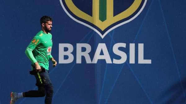 Alisson Becker sebagai Penanda Generasi Emas (Kiper) Brasil