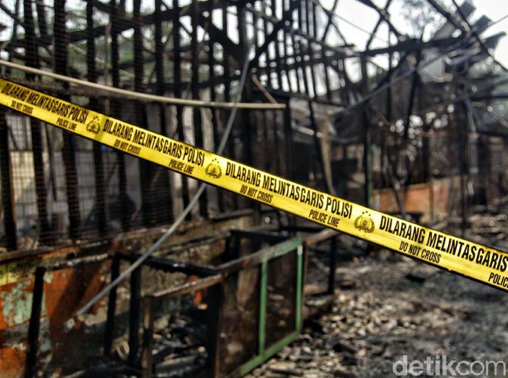 Penampakan Lapak Pedagang yang Hangus Terbakar di Kelapa Gading
