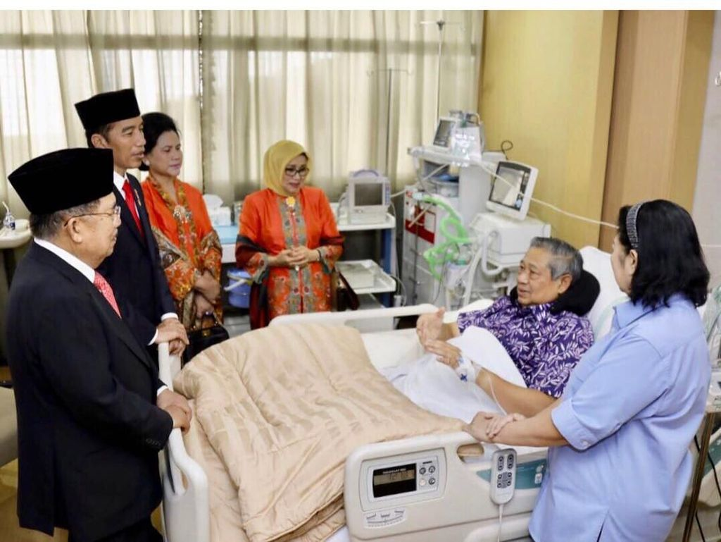 Bu Ani Unggah Momen Jokowi hingga Prabowo Jenguk SBY