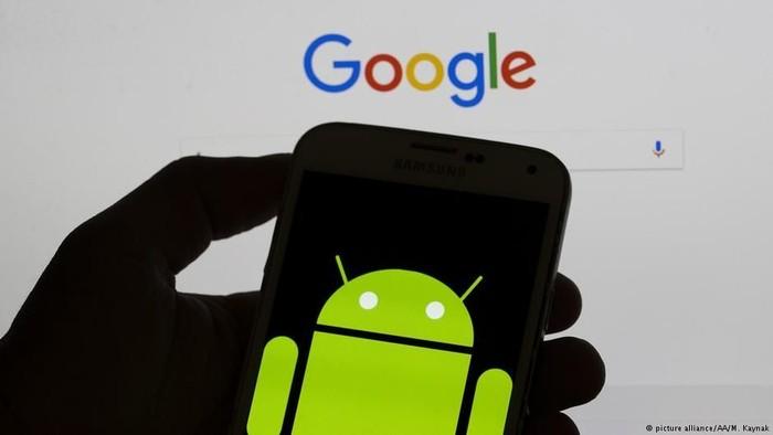 Google mengumumkan bahwa pihakna akan menghilangkan fitur Androids Nearby Notifications. Foto: DW (News)