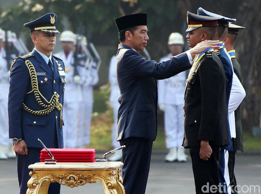 Lantik 781 Perwira TNI-Polri, Jokowi: Pelihara Kekompakan