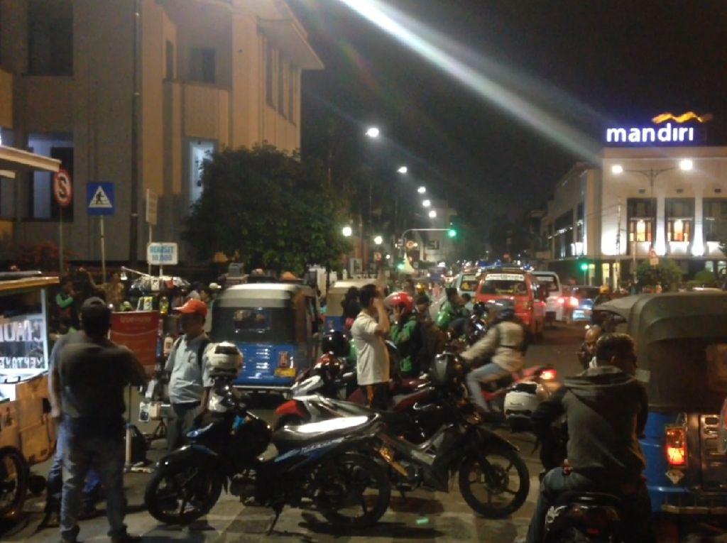 Pak Anies, Pejalan Kaki di Kota Tua Keluhkan Maraknya PKL Nih!