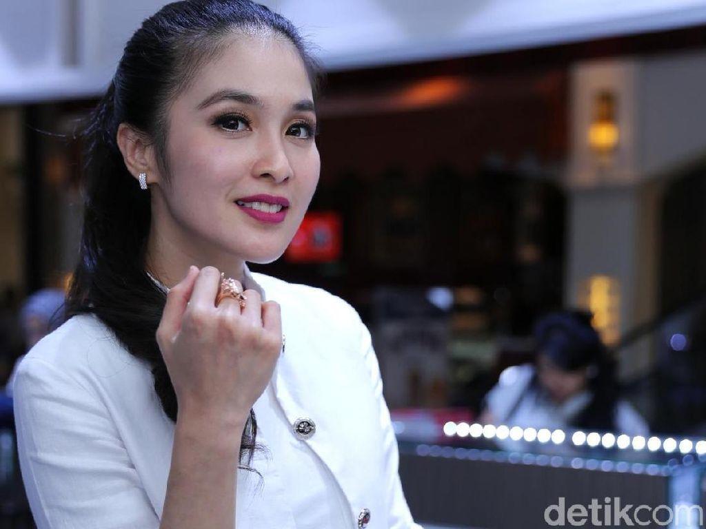 Disebut Artis dengan Bayaran Mahal, Apa Kata Sandra Dewi?