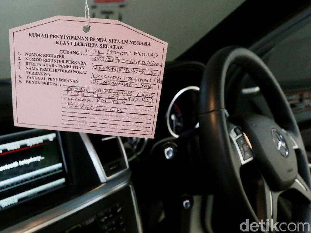 KPK Jamin Mobil Mewah Koruptor yang Dilelang Sudah Clear