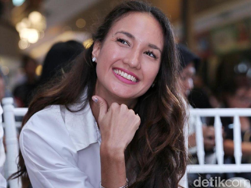 Terungkap! Alasan Nadine Chandrawinata Hapus Postingan Bendera Robek