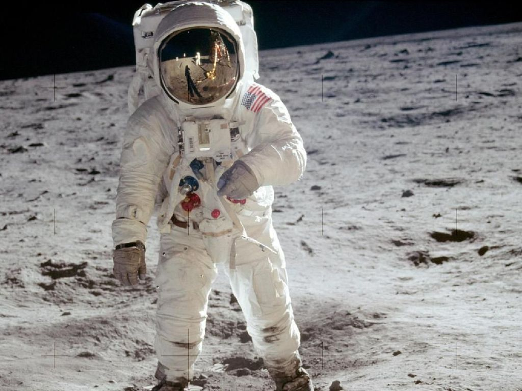 Video Pendaratan Pertama di Bulan Dipoles Lagi Pakai AI