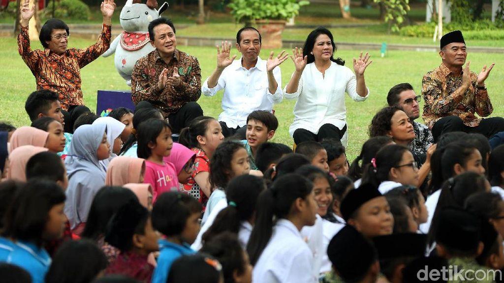 Suasana Hangat saat Jokowi Ajak Anak-anak Bermain di Istana