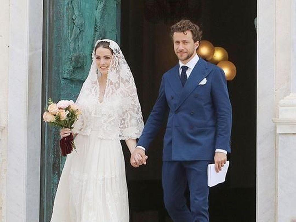 Cantiknya Putri Bos Vogue, Tampil Sederhana Saat Menikah di Italia