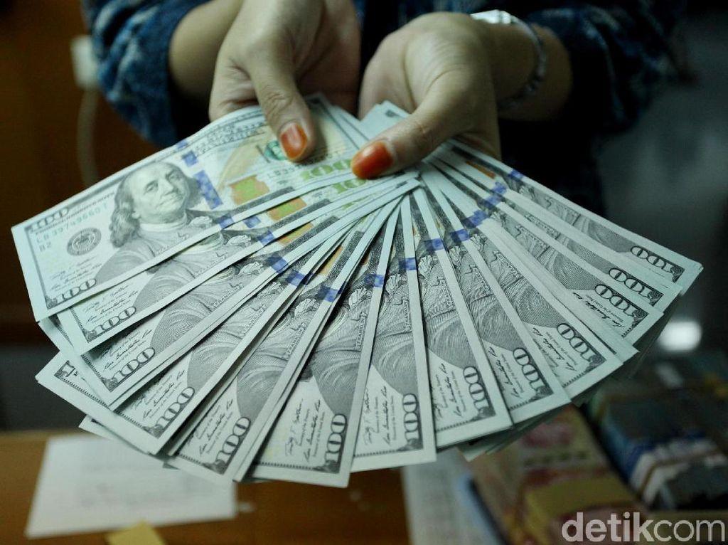 Kasihan, Dolar AS Keok Lawan Mayoritas Mata Uang di Dunia