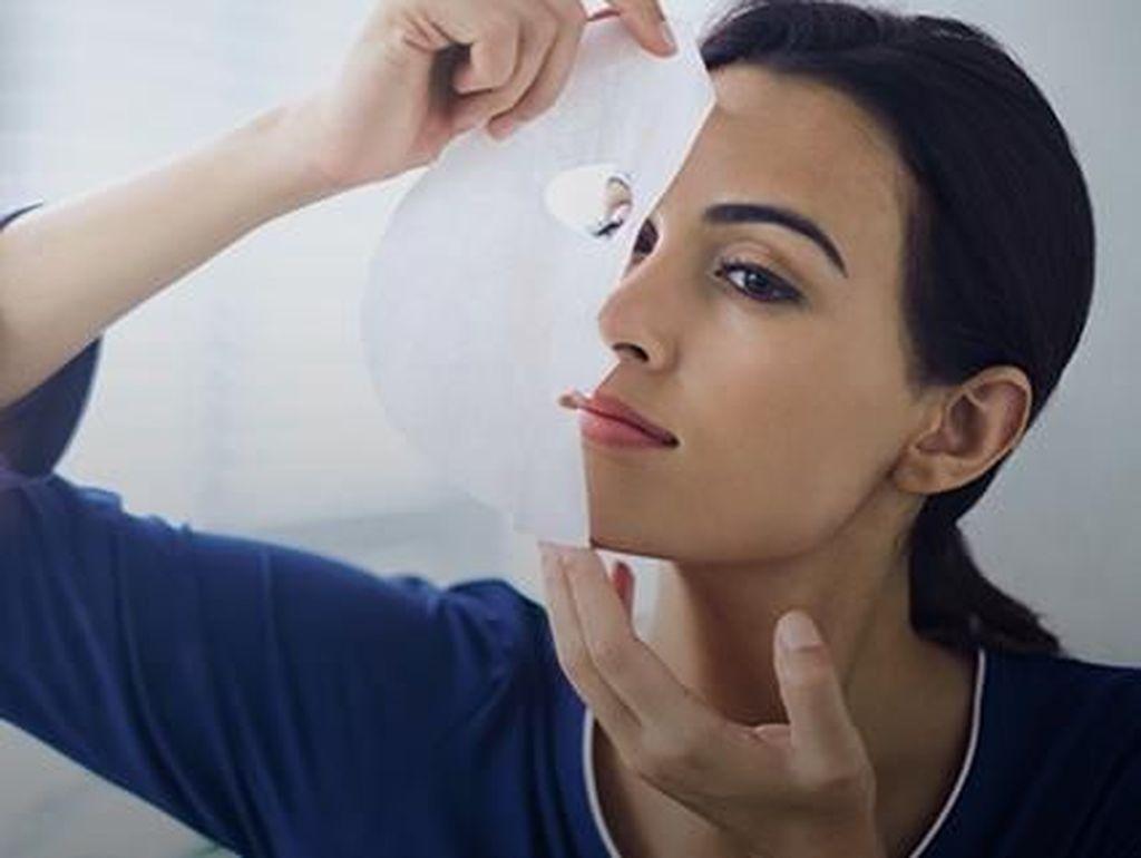 5 Tips Pakai Sheet Mask yang Benar Agar Hasilnya Maksimal di Wajah