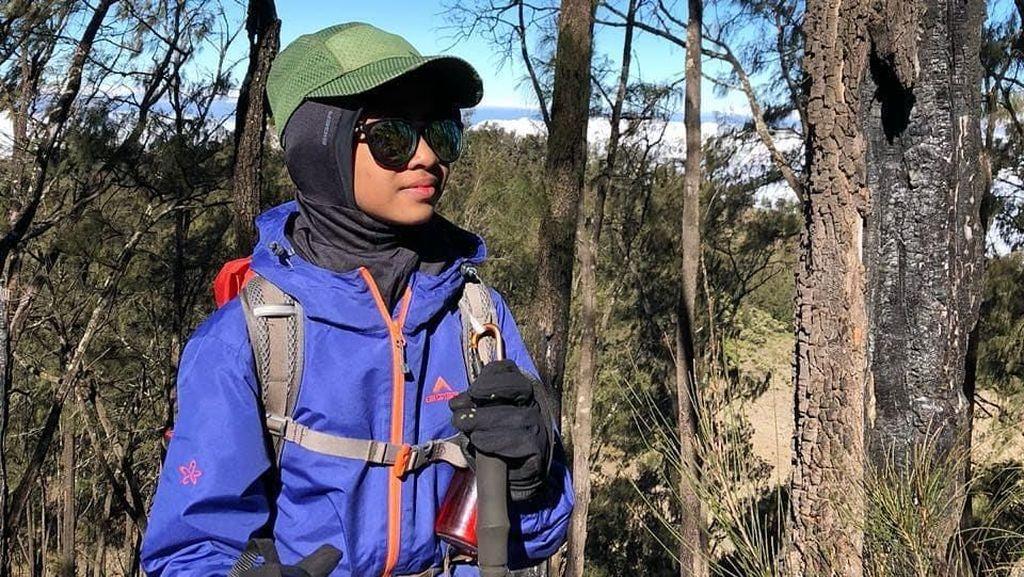 Hijabers Cilik Ini Jadi Pendaki Puncak Jaya Wijaya Termuda di Dunia