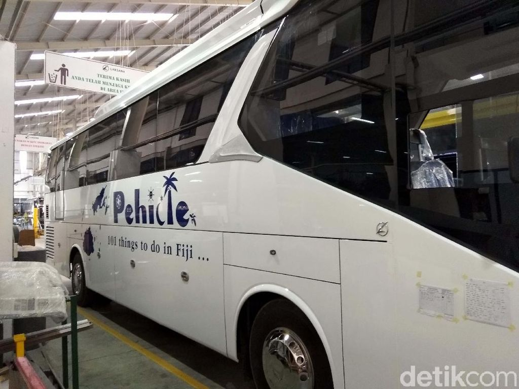 Bus Made in Ungaran Diekspor ke Fiji