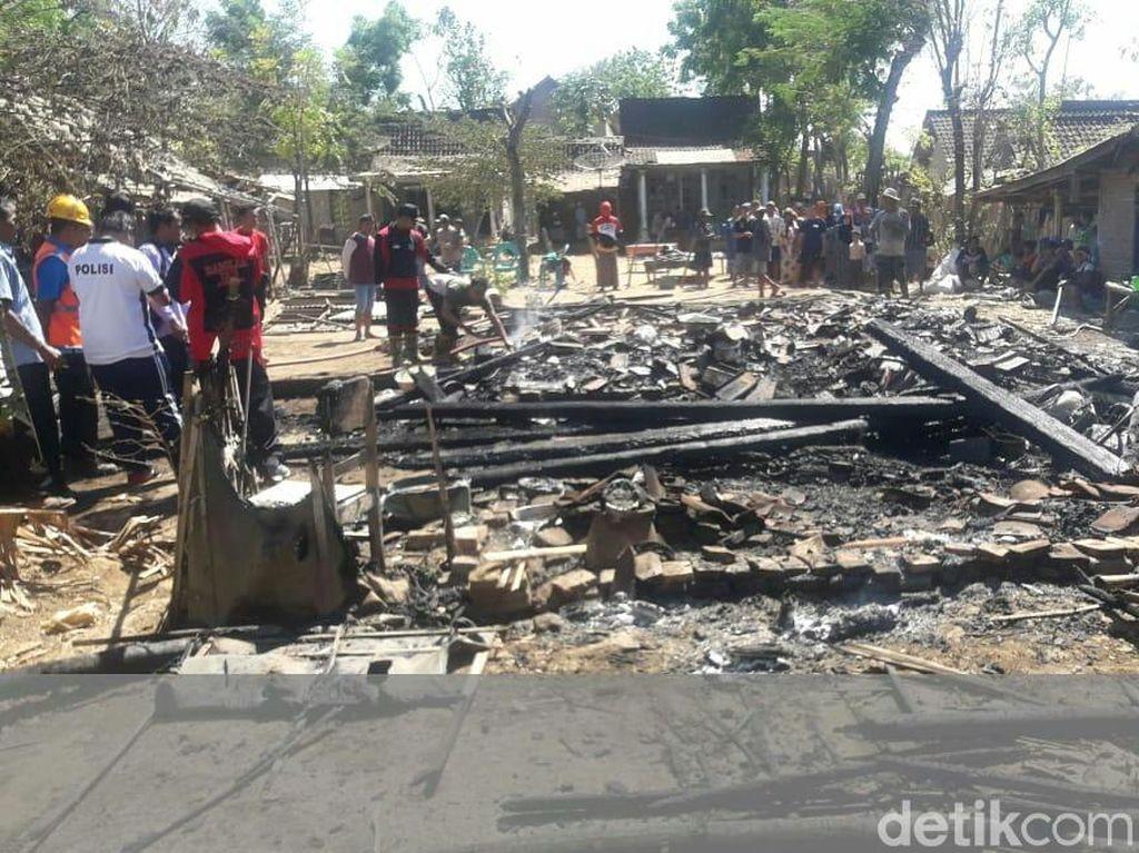Dua Rumah Terbakar Saat Ditinggal Berdagang Keliling