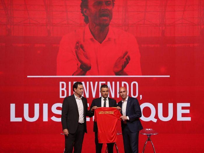 Luis Enrique diperkenalkan secara resmi sebagai pelatih baru Spanyol. (Foto: Susana Vera/Reuters)