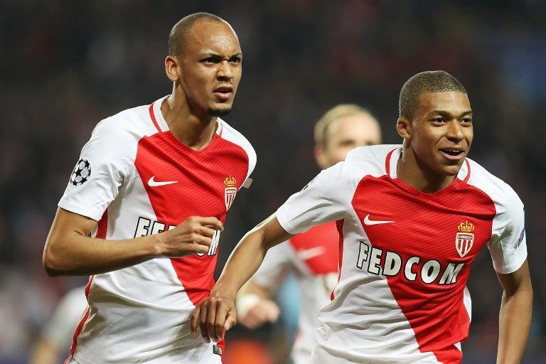 Monaco's Brazilian defender Fabinho (L) celebrates with Monaco's French forward Kylian Mbappe Lottin during the UEFA Champions League round of 16 football match between Monaco and Manchester City at the Stade Louis II in Monaco on March 15, 2017. / AFP PHOTO / Valery HACHE