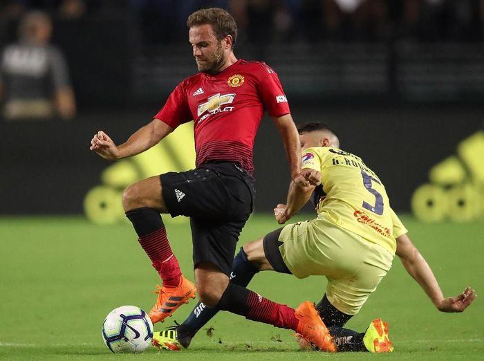 Juan Mata cetak gol untuk Manchester United ke gawang Club America. (Foto: Christian Petersen/Getty Images)