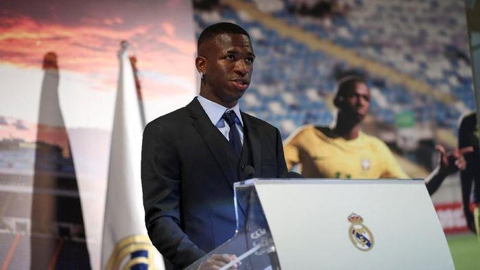 Vinicius Junior akhirnya diperkenalkan secara resmi oleh Real Madrid setelah menuntaskan transfernya musim dingin lalu dari Flamengo. (Susana Vera/REUTERS)