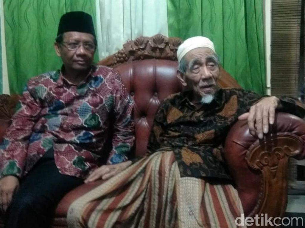 Begini Pesan Mbah Moen tentang Nama-nama Kandidat Cawapres Jokowi