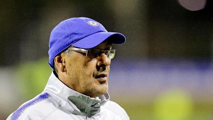 Maurizio Sarri dituding ingin mempreteli skuat Napoli. (Foto: Will Russell/Getty Images)