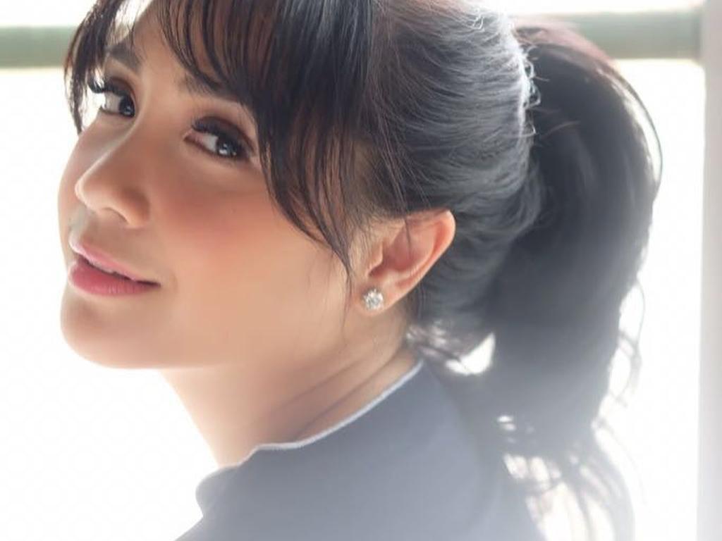 Seru-seruan Lihat Aksi Nagita dan Ayu Dewi Makeup Sambil Merem