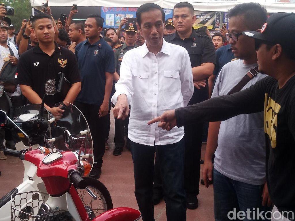 Gaya Santai Jokowi di WTF