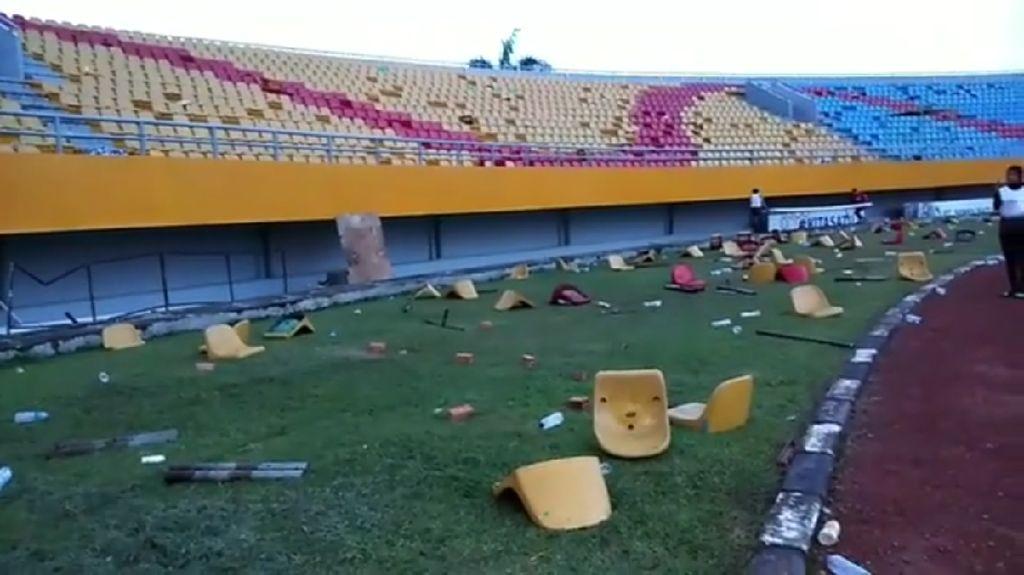 Video: Kelakuan Minim Suporter, Stadion Jakabaring Dirusak