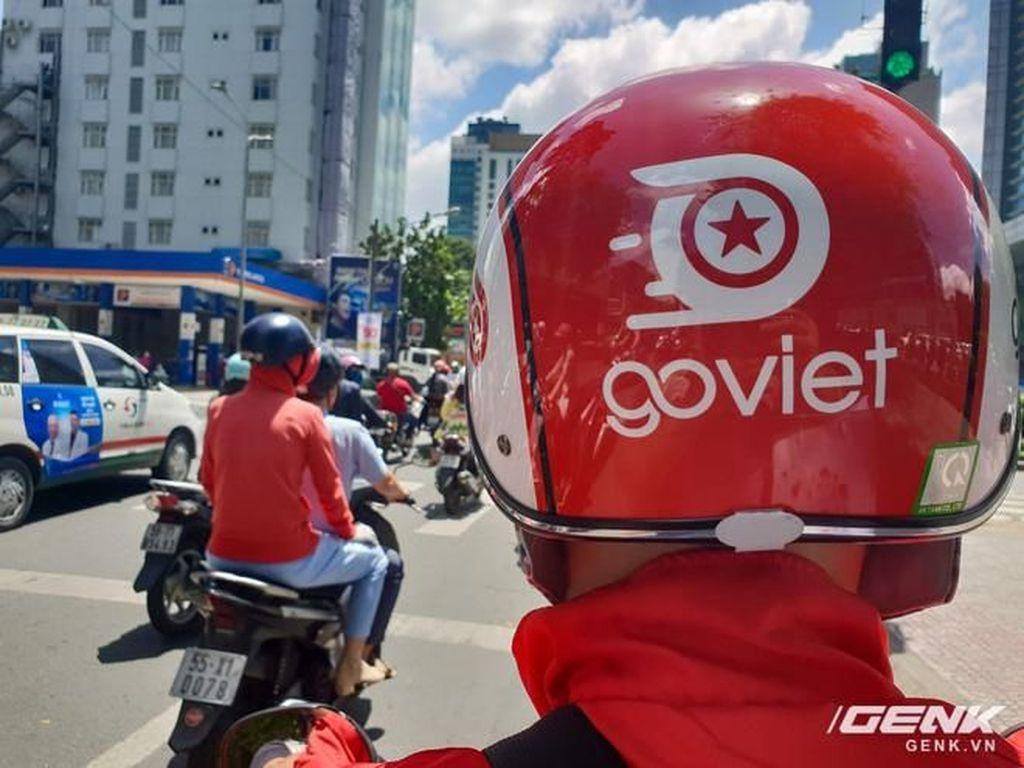 Aksi Nadiem Makarim Naik Go-Jek di Vietnam