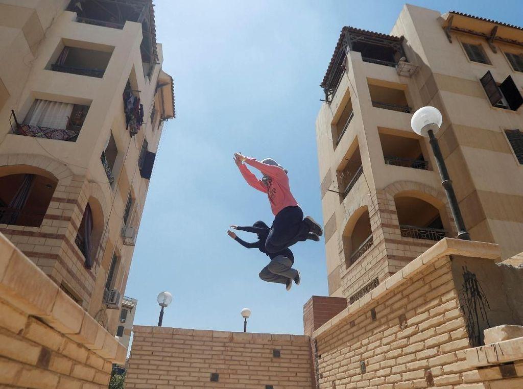 Wow, Wanita-wanita di Mesir Juga Bisa Parkour Lho