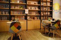 Milkoe Bistreau: Ngemil Pizza Keju Sambal Sambil Baca Buku di Kafe Cantik