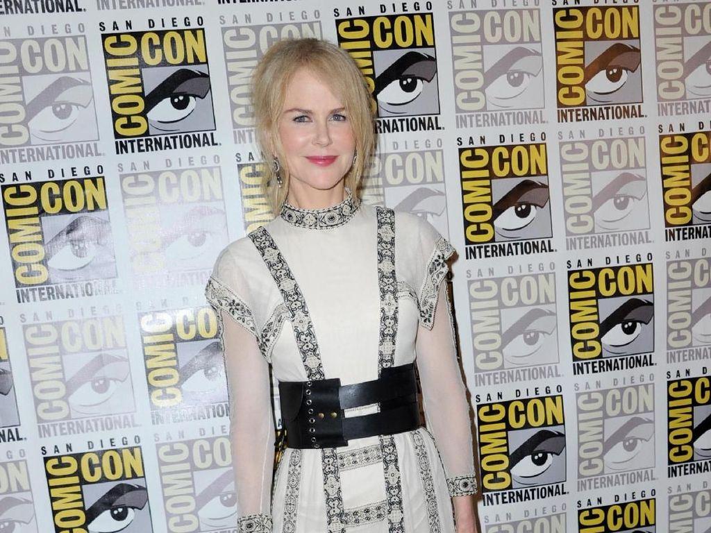 Cute! Saat Anak Nicole Kidman Bantu Siapkan Acara Penghargaan