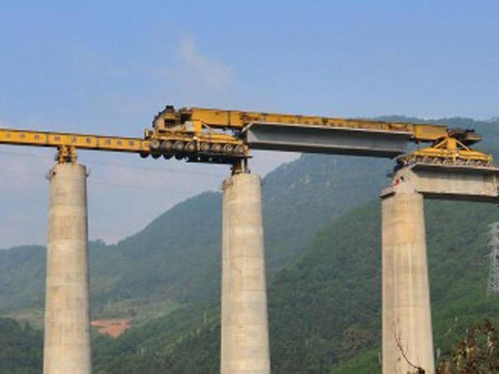 Bisa Merayap Tiang, Monster Pembangun Jembatan Ini Beratnya 580 Ton
