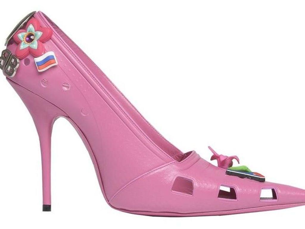 Balenciaga Rilis High Heels Terinspirasi Sepatu Crocs