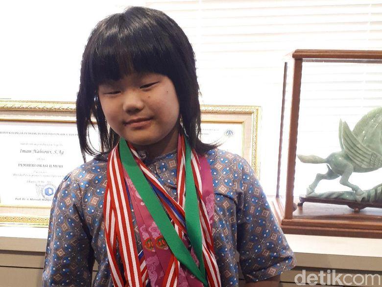 Kenalkan, Samantha Edithso sang Juara Dunia Catur U-10