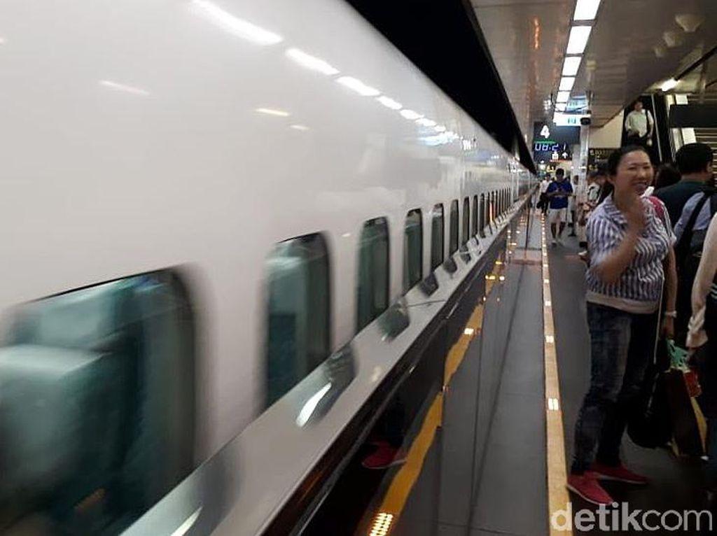 Wuuss.. Menjajal Kereta Cepat Taiwan Ngebut 300 Km/Jam