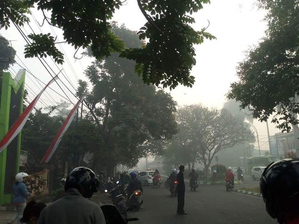 Kota Malang Dikepung Asap, Diduga dari TPA Supiturang Terbakar