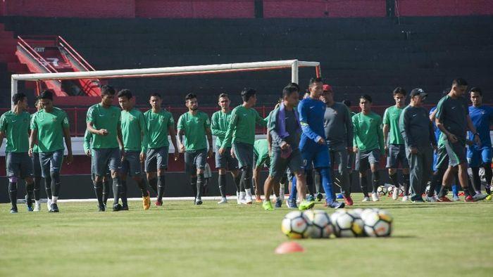 Sebuah sesi latihan timnas Indonesia U-23 dalam persiapan menghadapi Asian Games 2018 (Foto: Nyoman Budhiana/Antara Foto)