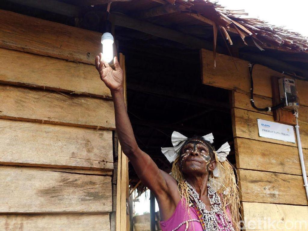 Warga Desa Enem Papua Senang Tak Lagi Gelap Gulita