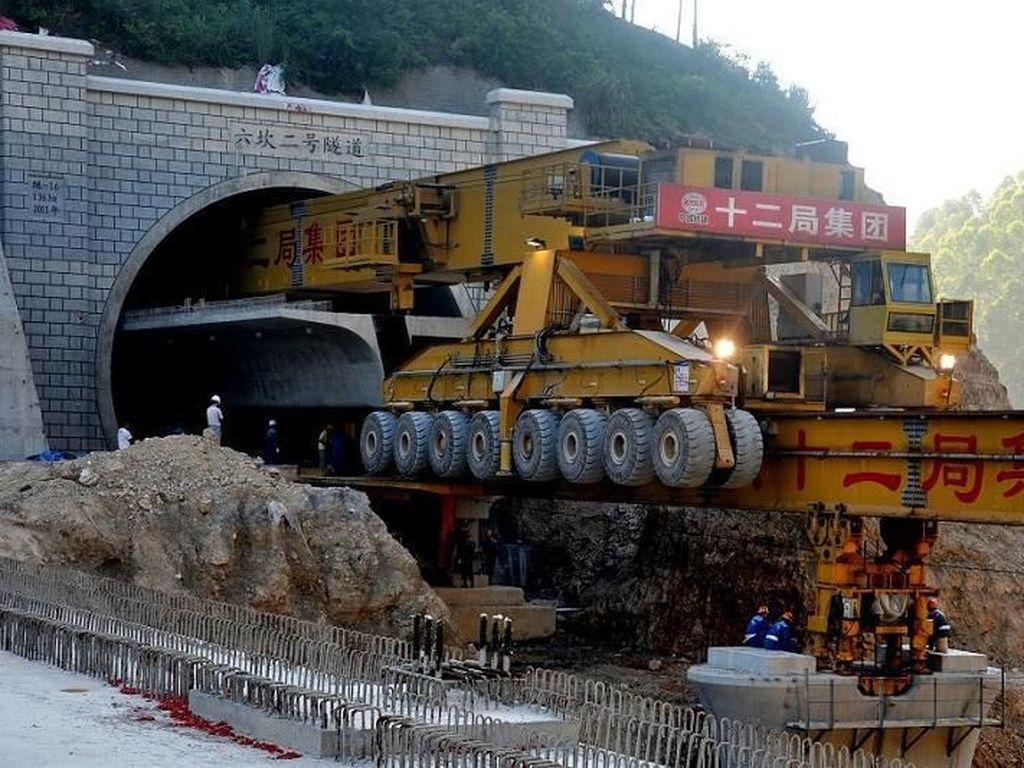 Mengintip Cara Monster China Bangun Jembatan
