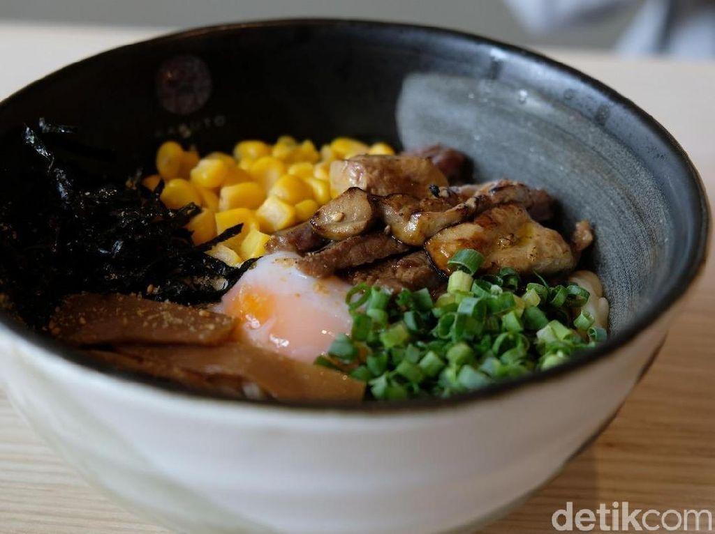 Oishi! Donburi dan Mazesoba Penuh Topping Ada di Sini