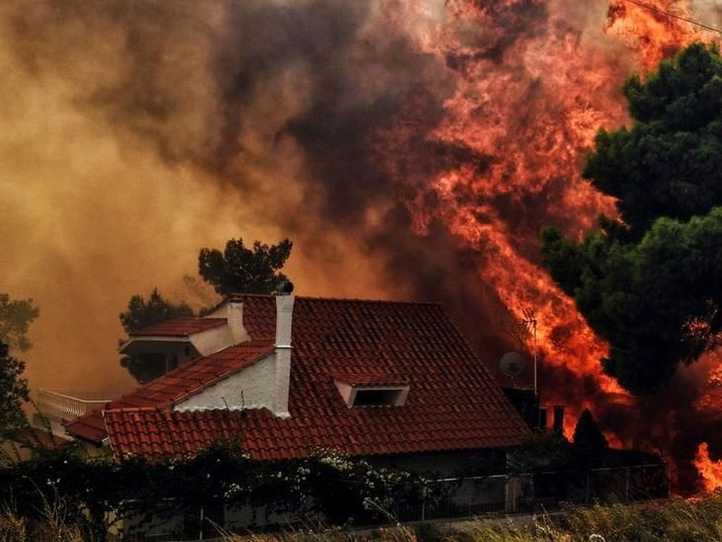 Video Kebakaran Hebat di Yunani Tewaskan Puluhan Korban