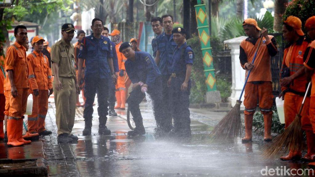 Trotoar di Jalan Merdeka Selatan Makin Kinclong