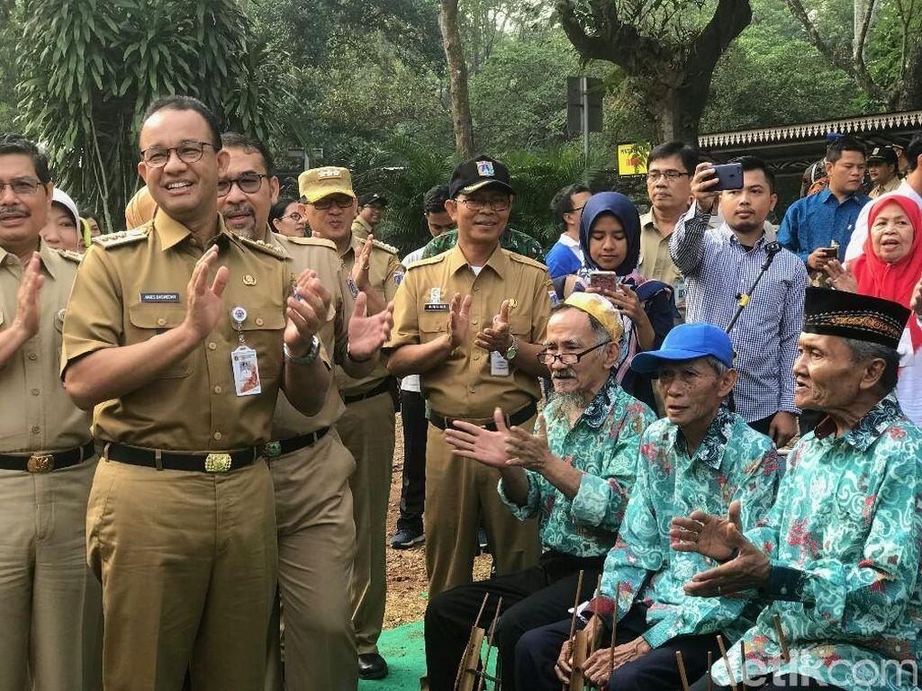 Waring dan Bendera Bambu Disorot Media Asing, Ini Komentar Anies