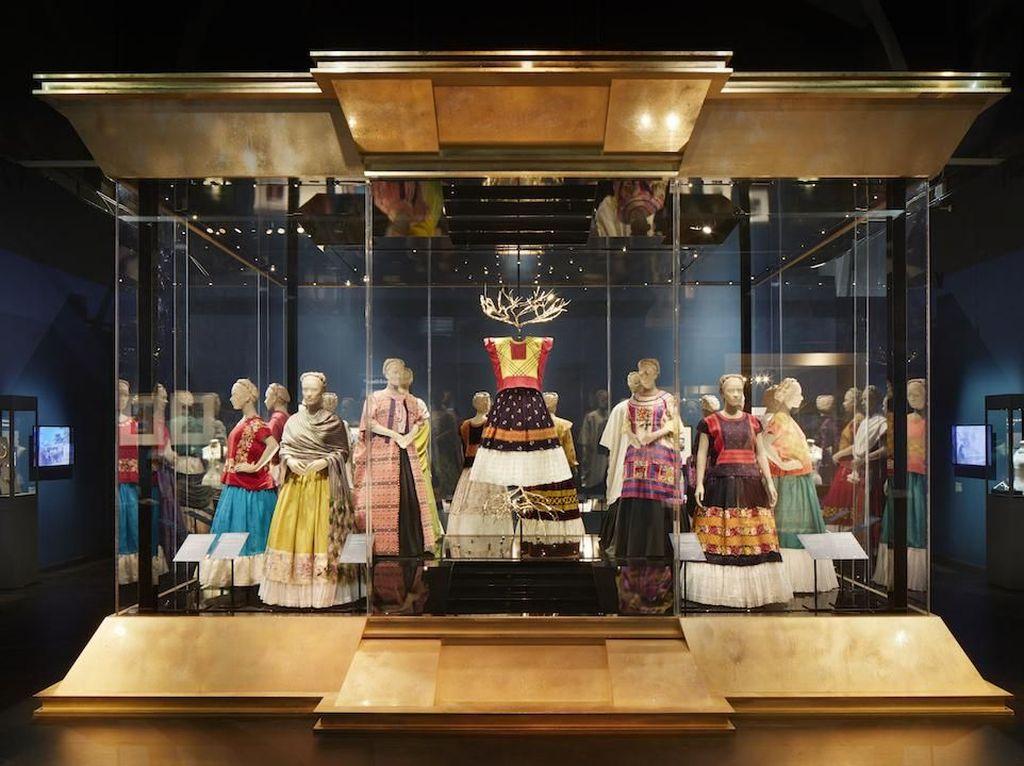 Ratusan Artefak Seniman Nyentrik Frida Kahlo Dipajang di London