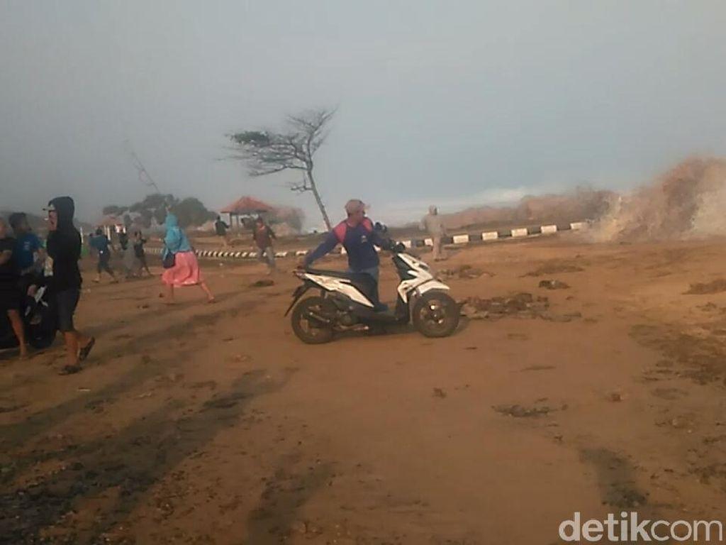 Gelombang Pasang, Warga Garut Tepi Pantai Jangan Huni Rumah