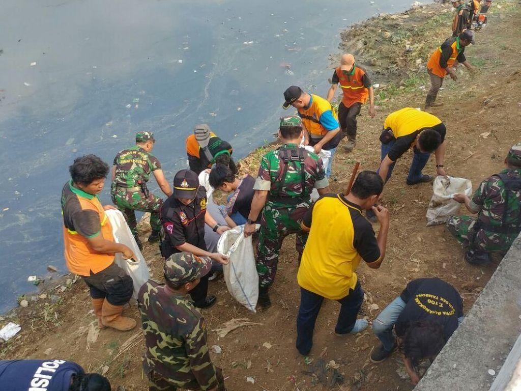Sambut Asian Games, Polisi dan TNI Bersih-bersih Kalijodo